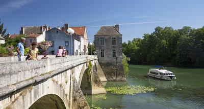 Vision boot vaart door Bourgondië