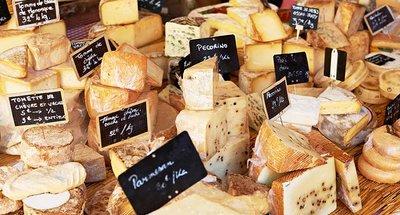Franse kaas op een markt