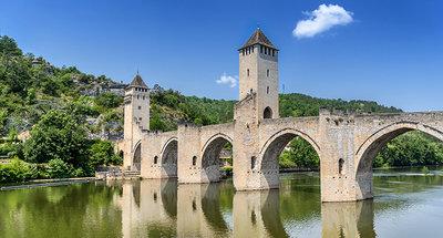 Brug Pont Valentré over de rivier Lot in Cahors