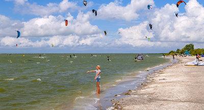 Windsurfen op het strand van Workum