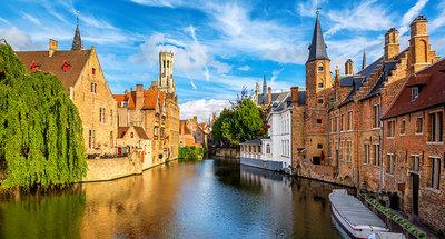 Varen door de kanalen van Brugge