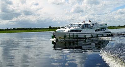 Het uitzicht over Lough Derg bewonderen