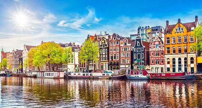 De iconische Amsterdamse stadhuizen