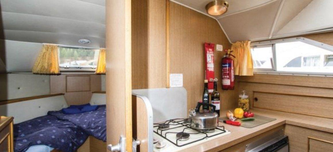 Braemore WHS - keuken en voorwaartse hut