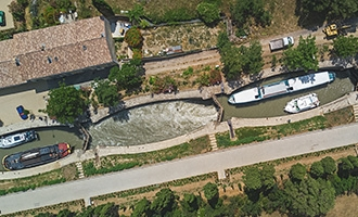 Aanzicht vanuit de lucht op de Fonserannes sluizen, Canal du Midi